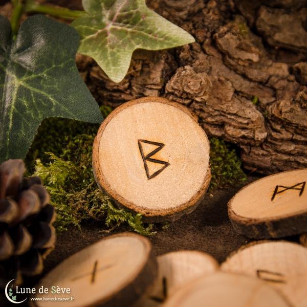 Jeu de runes en bois brut