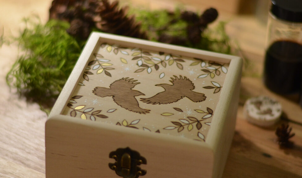 Wildera Lenormand Bird Wooden Box
